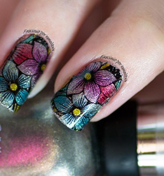 Cissi Películas e Esmaltes – Flores em lilás, azul e vermelho